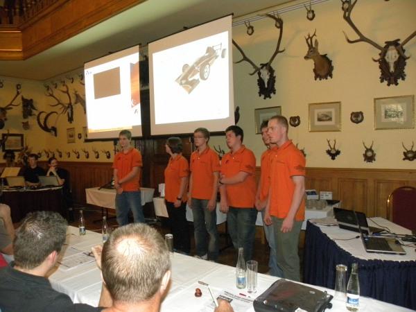 Představil se také tým z mezinárodního neziskového projektu FORMULE 1 ve školách, jehož je 3E Praha Engineering technickým partnerem.