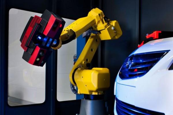 3D skener Atos Triple Scan v průmyslové buňce označované jako Scan Box. Foto: Gom/MCAE Systems