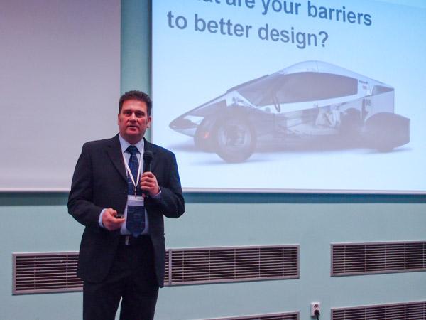 Propagaci novinky 3Dsync přijel na Velocity Roadshow 2013 podpořit manažer firmy Siemens Russel Brook z Velké Británie.