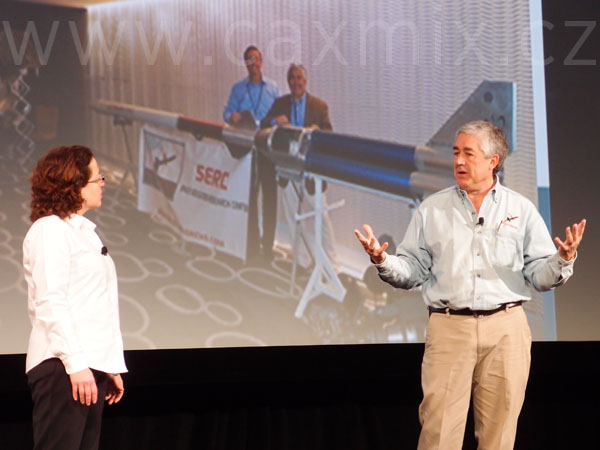Marie Planchard, která má v DS SolidWorks na starosti akademickou sféru, s sebou přivedla Toma Atchisona, autora školního projektu Rocket Mavericks, jenž zapojuje studenty do vývoje kosmické rakety. Tým Rocket Mavericks má za sebou již první úspěšný start prototypu a jeho další činnost podpoří i DS SolidWorks, která se uchází o sponzorství této aktivity.