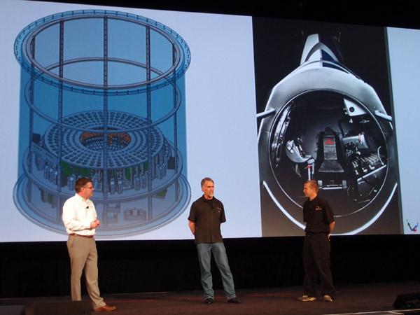 Art Thompson a Jon Wells (druhý a třetí zleva), konstruovali stratosférický modul v SolidWorksu. Foto: Jan Homola