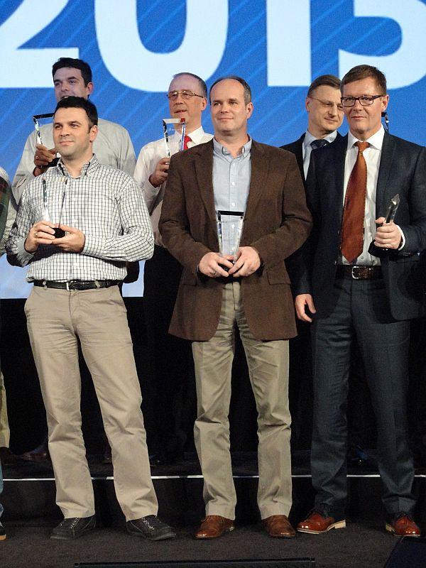 Ředitel SolidVisionu Hynek Horák (uprostřed) při přebírání ocenění. Foto: SolidVision