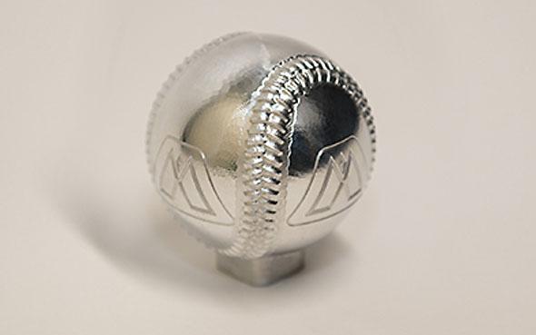 Celkovým vítězem se stal Jacob Ringwald, který obrobil tvar baseballového míčku. Porotci, kterým byli zástupci firmy VAC Motorsports (dodavatel dílů pro BMW), ocenili náročnost projektu i velmi dobré technické zpracování. Foto: CNC Software