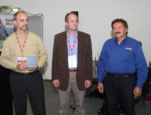 Zleva Ivan Cimr (SolidCAM CZ), Hynek Horák (SolidVision) a Emil Somekh (SolidCAM). Zdroj: SolidVision