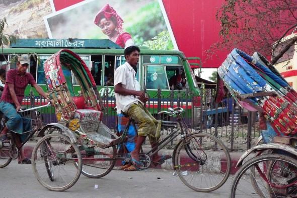 Bicykl v různých úpravách je v Bangladéši nejpoužívanějším dopravním prostředkem. F-Bike by mohl tamní infrastrukturu posunout do zcela nových výšin. Foto: P. Donovan, Flickr.com (CC)
