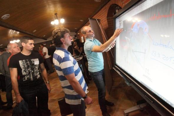 Doprovodný program nabídl představení několika zajímavých technologií, například interaktivní monitor na stánku firmy AV Media...