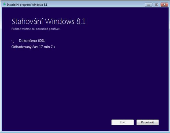 Aplikace stahuje instalační soubory Windows 8.1.