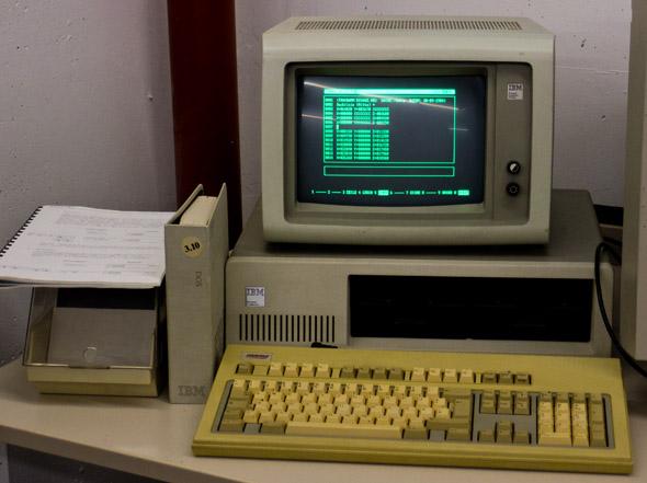 Tak to v osmdesátých letech začalo — NC editor Tebis v roce 1984. Foto: Jan Homola