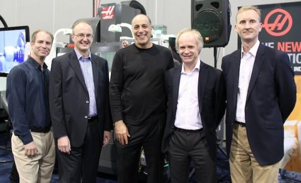 Charismatický byznysmen Carl Bass (uprostřed) v obklopení předních manažeru firmy Delcam, ze které udělal součást společnosti Autodesk. Zdroj: Delcam