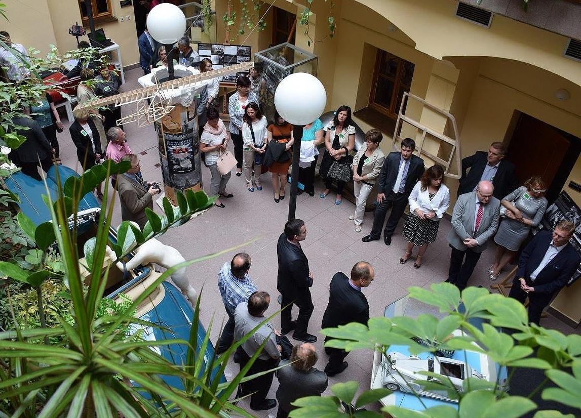 Šéfredaktor časopisu Konstruktér uvedl v Poslanecké sněmovně výstavu 3D technologií