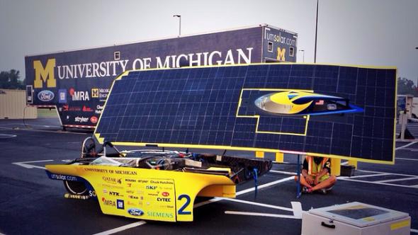 Siemens PLM Software pomohl týmu z Michiganské univerzity k prvnímu místu 8. ročníku šampionátu závodu American Solar Challenge. Foto: University of Michigan Solar Car