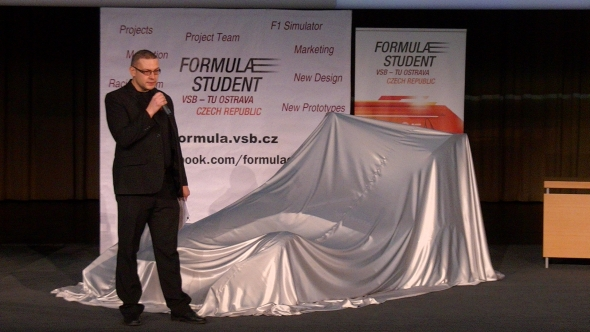 Slavnostní odhalení formule moderoval manažer projektu Aleš Slíva. Foto: Marek Pagáč