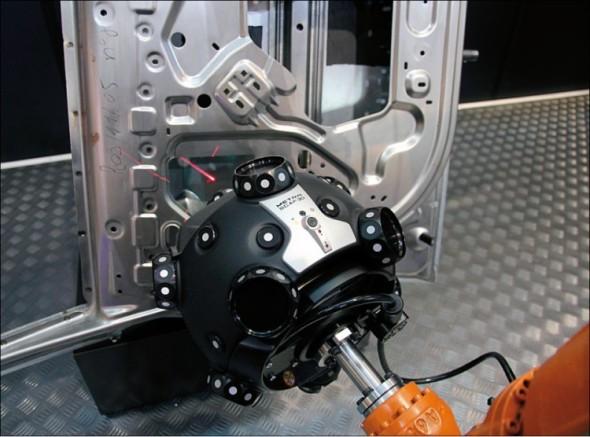 Robotizované pracoviště MetraScan 3D-R nachází uplatnění zejména v automobilovém a leteckém průmyslu, včetně dalších oborů, jež navazují na tato odvětví.