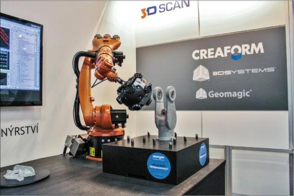 Kombinace robota a optického skeneru je elegantní řešení pro provozy, kde je kladen zvýšený důraz na přesnost, rychlost a neúnavnost robotického ramene při opakovaném měření dílů.