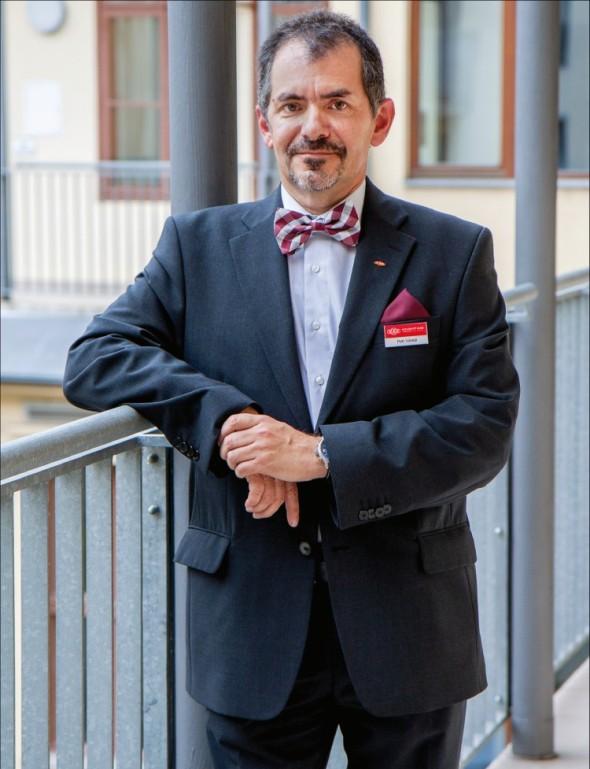 Petr Váradi, technický ředitel společnosti Kovosvit MAS v prostorách pražské studentské kanceláře.