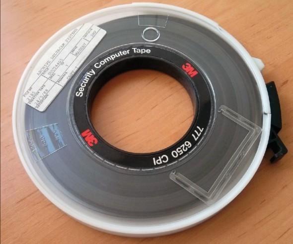Manuály k systémům Deltacam byly před více čtvrt stoletím distribuovány v digitální podobě na magnetických páskách.