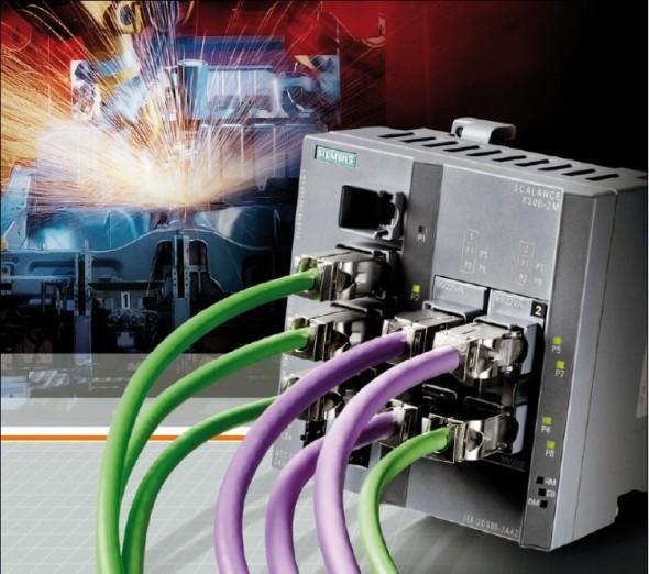 Průmysl 4.0 využívá kyber fyzikálních systémů, propojujících reálný a virtuální svět.