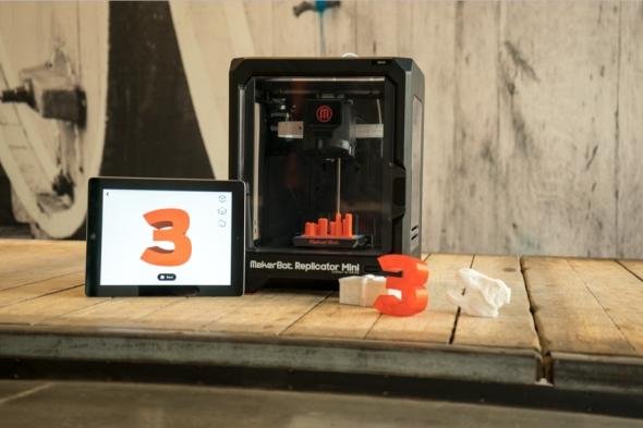 MakerBot PrintShop 1.4 spustí tisk na dálku pomocí iPadu. Foto: MakerBot