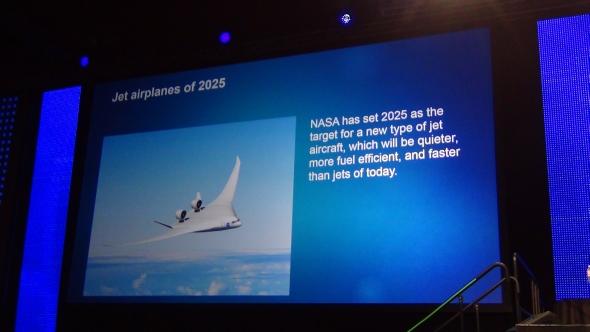 Dle Michio Kakua nás čeká nadzvuková rychlost dopravy. V přednášce hovořil budoucnosti lidstva, která se skrývá v rozvoji technického myšlení.