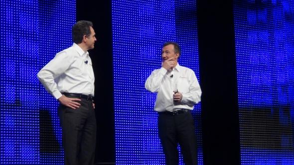 Bernard Charlès děkoval Bertrandu Sicotovi za úspěšné vedení SolidWorksu.