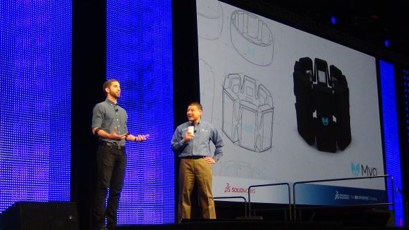 V SolidWorksu se konstruoval náramek Myo, který dokáže snímat pohyby svalů. Po kalibraci náramek odesílá pohyby přes Bloetooth do zařízení, které je přes speciální software převádí na gesta.