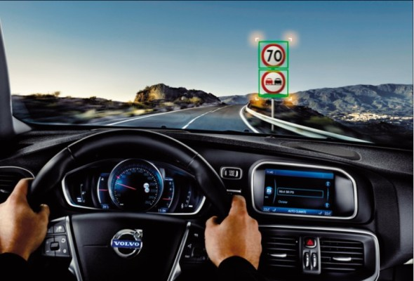 Automobily dnes varují řidiče před blížící se únavou, mají propracované systémy osvětlení vozovky, umí číst dopravní značky, udržují odstup od vpředu jedoucího vozidla…