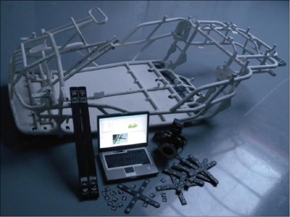 Zařízení Tritop včetně skenovaného rámu.
