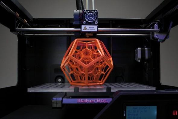 3D tiskárny značky MakerBot vytvářejí modely licencovanou originální technologií FDM, při které je výrobek stavěn postupným nanášením roztaveného plastu.