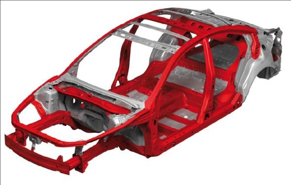 Mazda se zdařile vyrovnala s odlehčením stavby karoserie, přičemž našla cenově zajímavé řešení, které vyhoví všem normám, nezhoršuje jízdní komfort a zlepšuje jízdní vlastnosti.