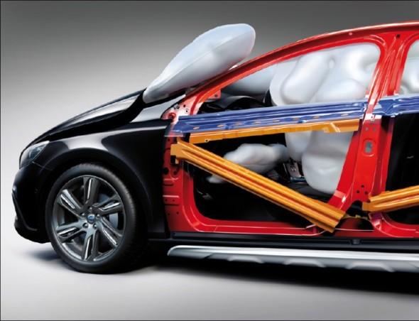 Poté, co už v nárazových zkouškách dosáhla většina automobilek nejvyšších met, snaží se rozvíjet specifické bezpečnostní prvky, které pomohou daný vůz či značku odlišit.