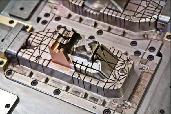 Ukázka dílu formy vyrobeného v nástrojárně firmy Linaplast, jehož obrábění bylo naprogramováno v CAM systému PowerMill.