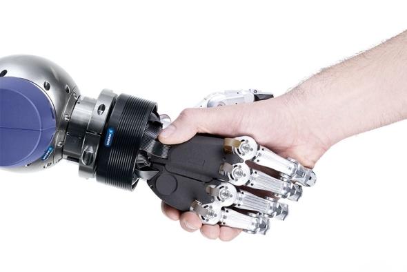 V servisní robotice otevírá 5prstá uchopovací ruka SVH firmy SCHUNK nové možnosti při uchopení a manipulaci. Také umožňuje komunikaci mezi člověkem a robotem pomocí gest. Foto: Shunk