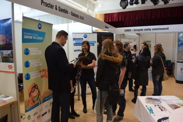 Studenti získávali informace omožnostech uplatnění na trhu práce. Foto: Marek Pagáč