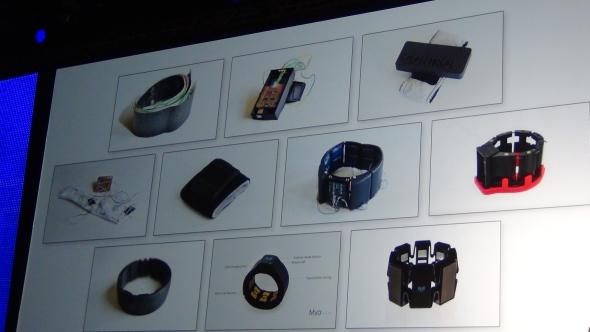 Uvnitř náramku je elektronika, která snímá svalové vjemy a převádí je na gesta. Foto: Marek Pagáč