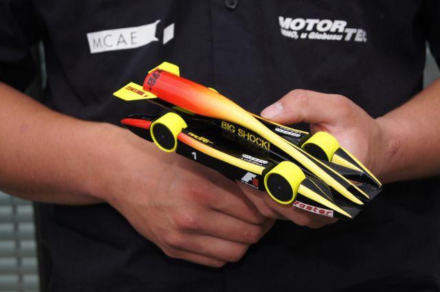 2-konstrukter-Formule-1-ve-skolach-3E-Praha-Engineering