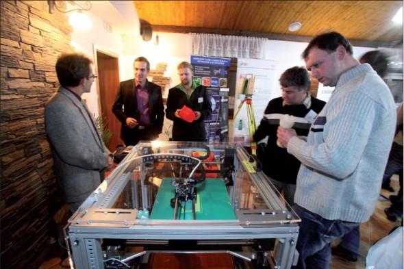 Spoustu zájemců přilákala stolní 3D tiskárna, kterou na konferenci přivezla naše redakce.