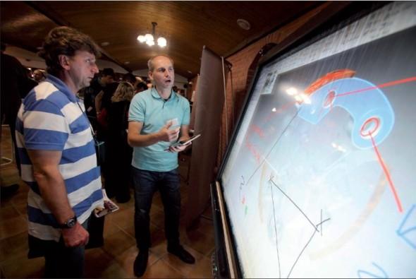 Účastníci CADfóra se mohli v přestávkových blocích seznámit se zajímavými technologiemi, například pro interaktivní prezentace.