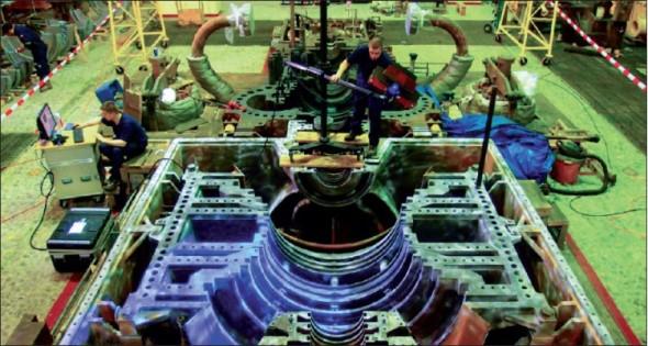 Obrázek 3. Fotografie z prezentace Lucie Červenkové a Michala Skovjasy z Doosan Škoda Power ukazuje náročnou digitalizaci turbínových komponent v mexické elektrárně systémem Atos Triple Scan.