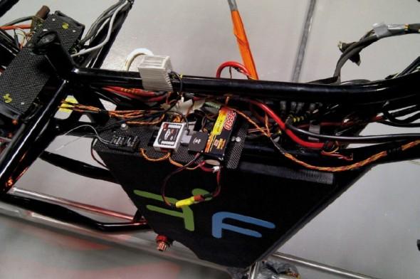Spoustu problémů během vývoje způsobovalo řešení napájení létajícího kola.