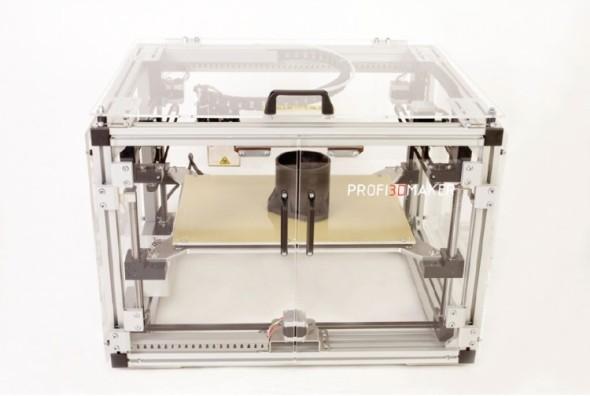 Produktivnější Profi3DMaker poskytuje stavební prostor 400 × 260 × 190 mm a seženete jej za osmdesát čtyři tisíc.
