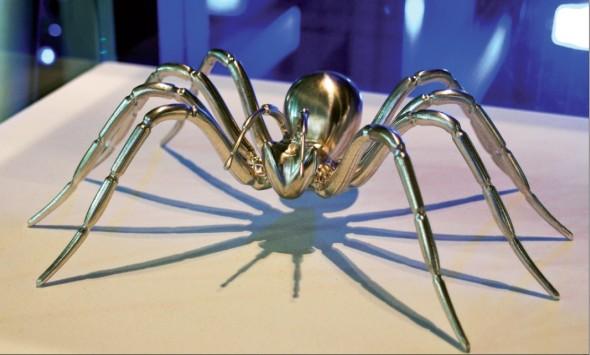 Důkazem vysoké úrovně programovacích schopností CAM softwaru značky Delcam je i tento pavouk, obrobený na CNC stroji s jeho pomocí, který je maskotem firmy a najdete ho i v jejím logu.