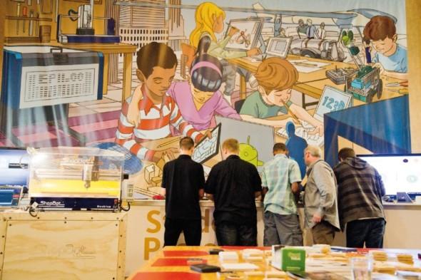 Kdo si hraje, nezlobí? Ne, kdo si hraje, tvoří – záběr z volnočasových prostor konference Autodesk University krásně ilustruje přístup ke kreativitě, jaký její pořadatelé zaujali. Letití konstruktéři si mohli zas pro jednou připadat jako malí kluci.