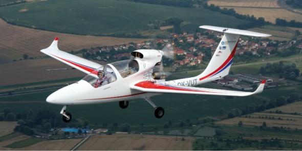 Profesor Píštěk stojí také za týmem, jenž na Fakultě strojního inženýrství VUT v Brně vyvinul experimentální letoun VUT 001 Marabu.