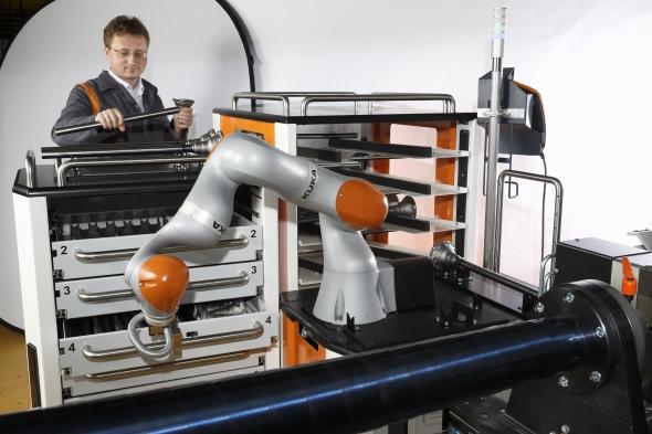 KUKA prezentovala na hannoverském veletrhu továrnu budoucnosti. Foto: KUKA