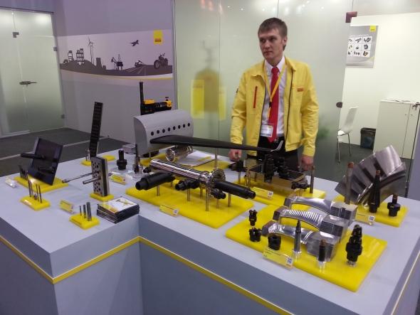 Společnost Sandvik Coromant prezentovala řezné nástroje. Ty byly rozděleny podle jejich aplikace ve výrobním prostředí. Na fotografii jsou zachyceny nástroje pro výrobu leteckých komponent.