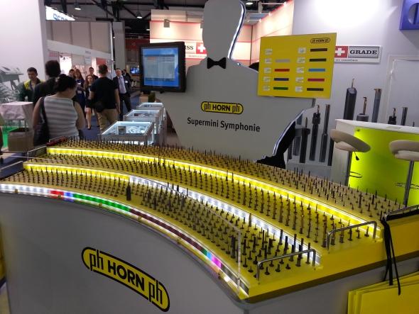 Řezné nástroje na výrobky malých rozměrů vystavovala německá společnost Paul Horn.