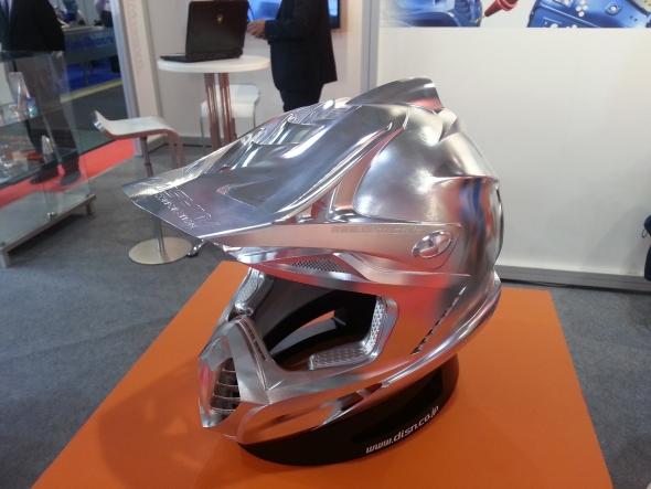 Na Metalloobrabotce nechyběly ani ambiciózní projekty jako například obrobená motocyklistická helma.