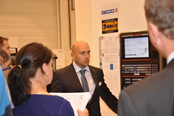 Pro odbornou veřejnost byly připraveny praktické ukázky obrábění na CNC obráběcích strojích Mazak. Foto: Technology-support