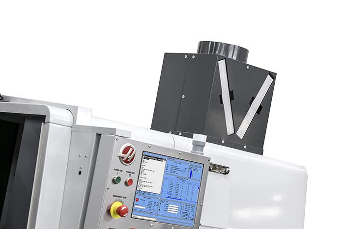 Odsávací a filtrační jednotka se nachází na střeše CNC obráběcího stroje. Foto: Haas
