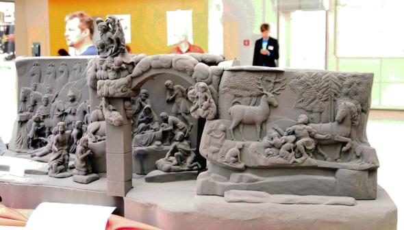 Unikátní památku Betlému vytesaná do skal vblízkosti Kuksu barokním sochařem Matyášem Bernardem Braunem vlivem větrné eroze zaniká. Firmě MCAE Systems se podařilo pomocí 3D technologií celou památku naskenovat a vměřítku 1:1 vyrobit. Pískový model byl vytištěn na tiskárně Voxeljet VX4000, která je určená pro výrobu pískových forem